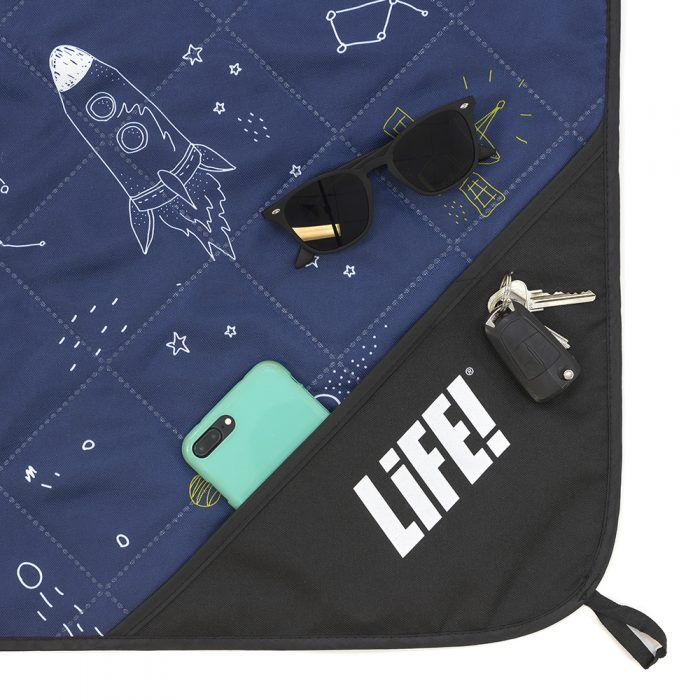 Close up of privacy pocket on the space buddy adventure mat picnic rug